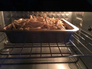 烤小番茄蘑菇酱,放中层,170度,继续烤50~60分钟