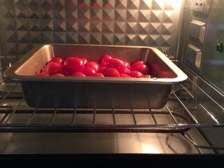烤小番茄蘑菇酱,烤箱预热170度,中下层,烤50分钟左右,具体看各自烤箱活力,注意观察小番茄别焦掉