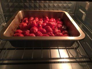 烤小番茄蘑菇酱,注意观察小番茄