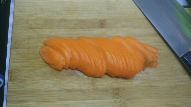 素三丝,红萝卜切片
