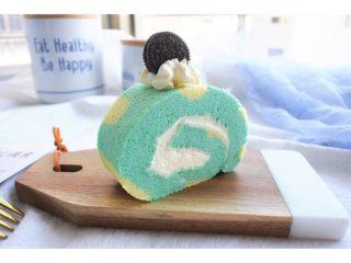 ⭐蓝天白云咸奶油蛋糕卷⭐,切块开始美美的摆盘。