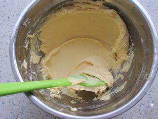 ⭐原味黄油曲奇饼干⭐,搅拌成顺滑的面糊 。