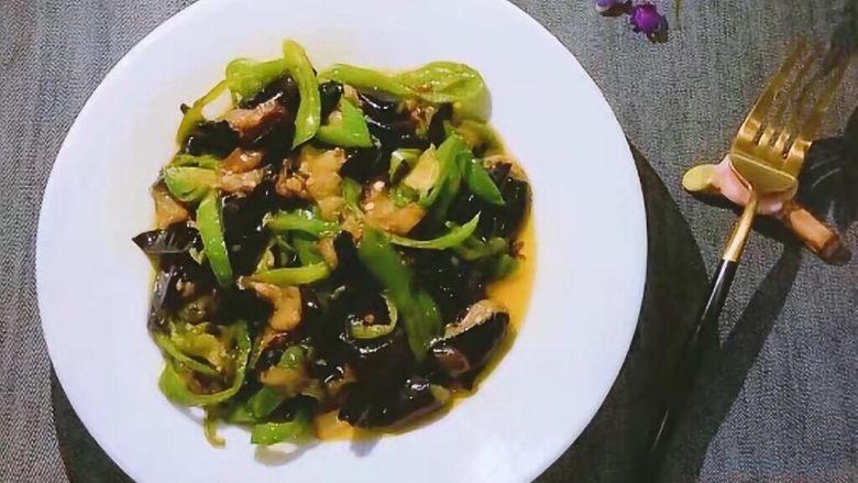 红烧茄子,出锅装盘即可食用 很下饭的一道菜