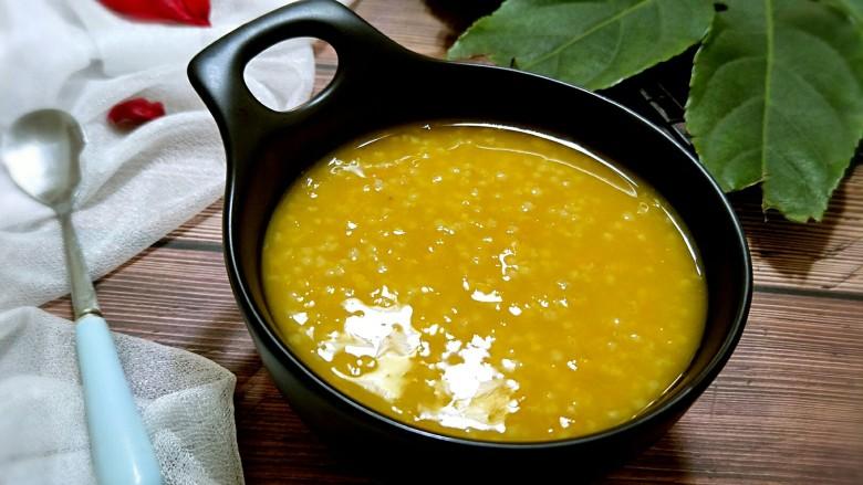 小米南瓜粥,盛入碗中,就可以享用啦。