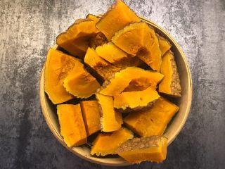 南瓜造型馒头,南瓜上锅蒸熟