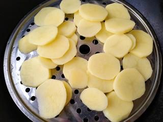 椰蓉土豆球,上锅蒸熟