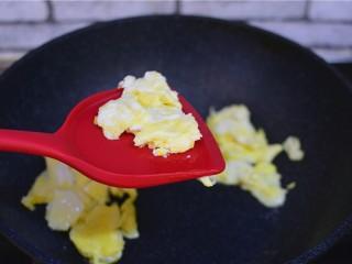 西红柿炒鸡蛋,取出备用