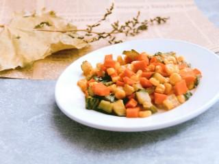 酸甜玉米粒,炒匀装盘