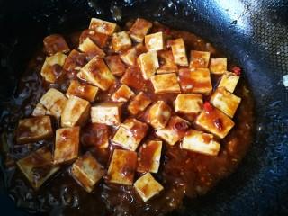#懒人料理#家常烧豆腐(黄豆酱版),炒好了,大概用了六七分钟时间,整个过程,从准备食材到装盘。