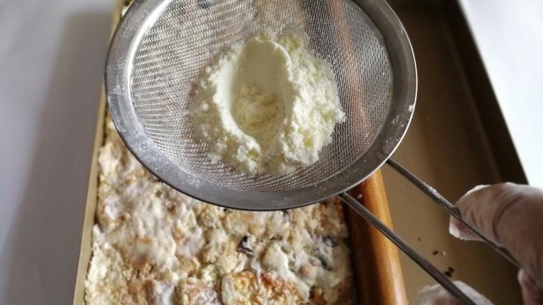 网红雪花酥,筛上奶粉。