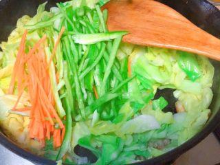 实用快手系列@@甘蓝菜尖椒炒肉丝,下尖椒丝和胡萝卜丝