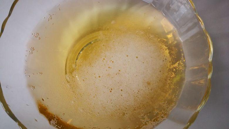 家常菜啤酒鸡翅,<a style='color:red;display:inline-block;' href='/shicai/ 897'>啤酒</a>一瓶,为了拍照,倒到碗里了。