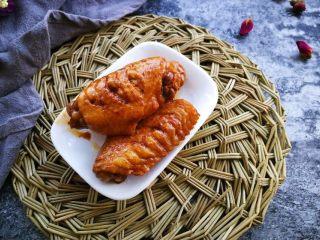 家常菜啤酒鸡翅,成品图,没有适合的大盘子,先给你吃三块,快点吃!