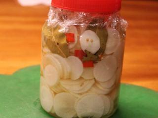 日式腌萝卜,密封后,大约2天就可以品尝。