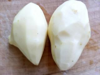 酸辣土豆丝,土豆两个,洗净削去皮