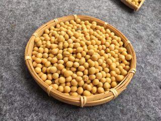 菜豆腐,准备好干黄豆2000克。