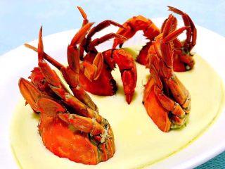 螃蟹蒸蛋羹,蒸制好的螃蟹蛋羹好诱人噢