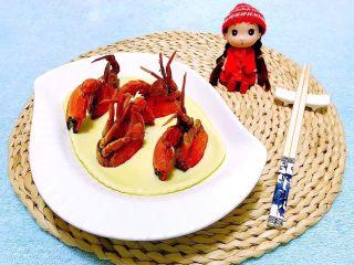螃蟹蒸蛋羹,再品上一杯红酒别有一番滋味