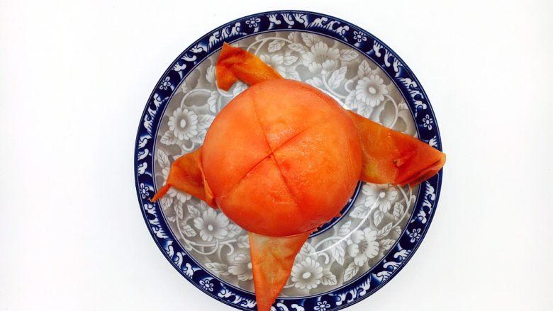 #懒人料理# 西红柿炒鸡蛋圆白菜,轻轻松松就把西红柿皮剥下了。