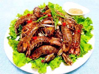 椒盐虾爬子,椒盐虾爬是宴客必备的拿手大菜