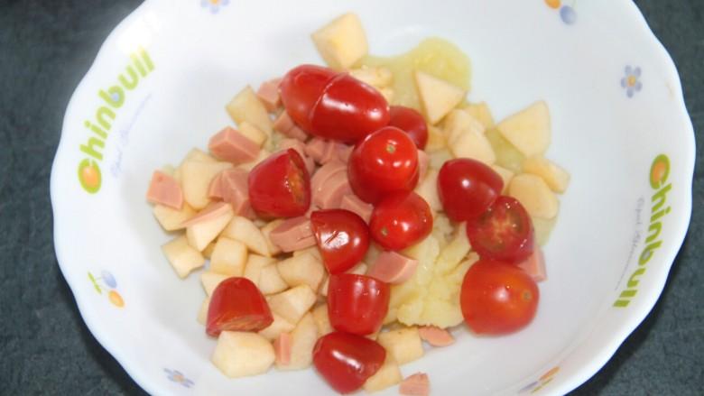 土豆泥沙拉,把所有的食材都放到碗里