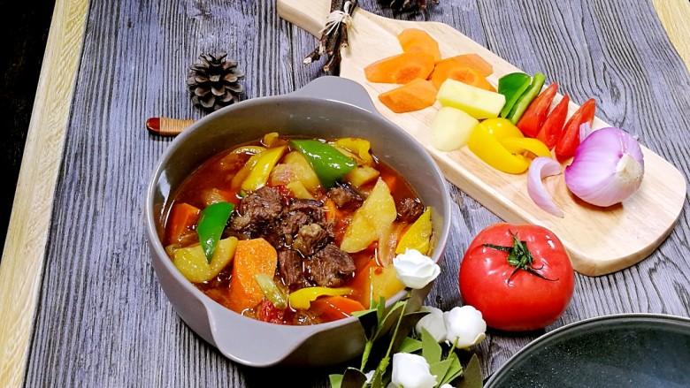 快手午餐一道菜 土豆胡萝卜牛肉煲