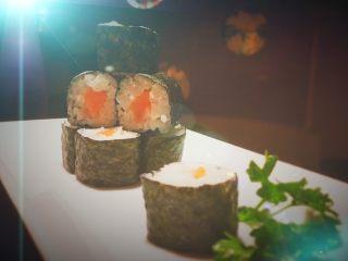 简单的寿司三文鱼小卷