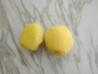 孜然香辣土豆块,土豆去皮