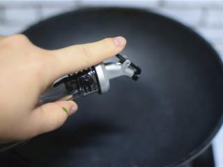 蒜蓉茼蒿,锅中加油