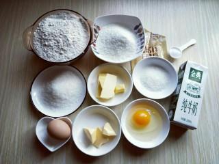 最爱面包+椰蓉面包,准备好食材并称重。