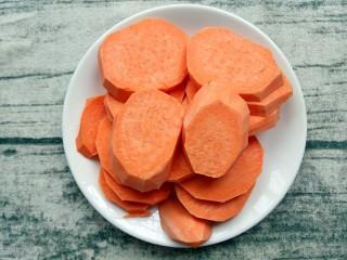 米粉薯丸,番薯洗干净去皮切块