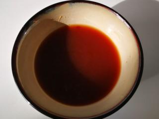 #懒人料理#家常酱烧茄块,再加一勺糖,加90毫升清水,搅拌均匀。