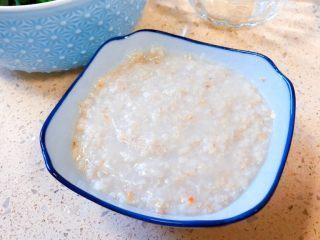 嬰兒造型輔食@@快樂的小魚 「9個月以上寶寶」,把燕麥片用寶寶鍋煮熟,盛出來備用。