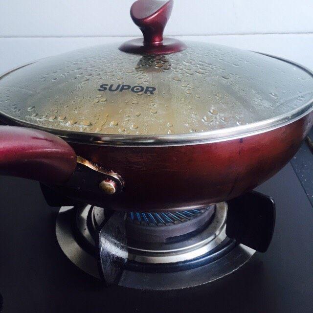 #糖醋菜#糖醋土豆,盖上锅盖大火煮熟即可