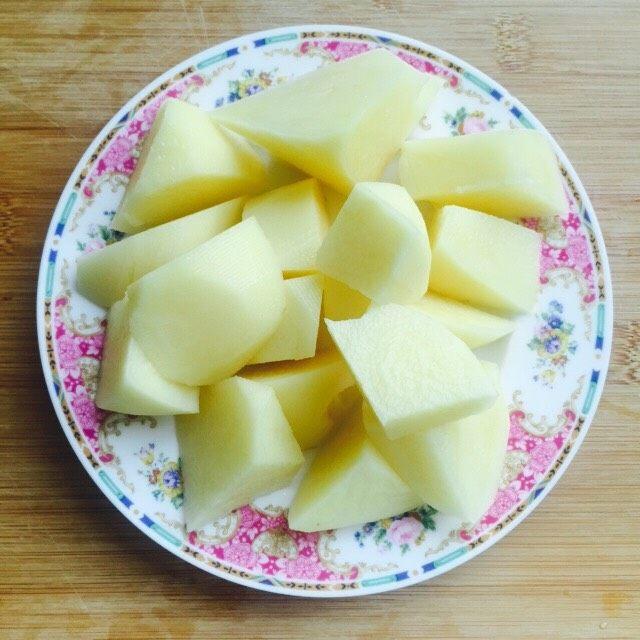 #糖醋菜#糖醋土豆,土豆洗干净去皮滚刀切