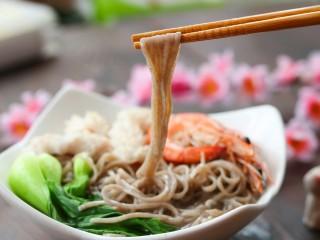 鲜虾鱿鱼面,真的很鲜哦,要来一碗吗?