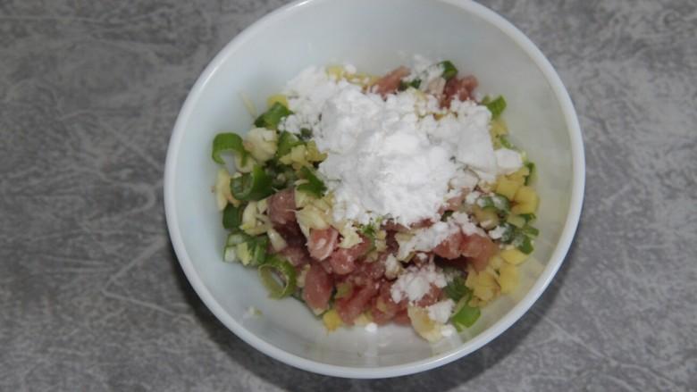 菠菜猪肉丸汤,加入点淀粉