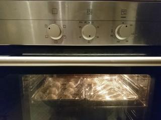 最爱面包+米製小面包,我是封上保鮮膜進烤箱,開燈就有溫度啦😁