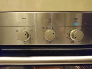 最爱面包+米製小面包,发酵结束前10分鐘,將烤盤移出,開240度預熱。