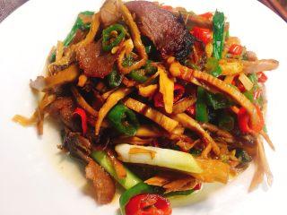 #懒人料理#家乡熏笋辣炒腊肉,装盘的菜!有没有诱惑到正在看菜的你呢?
