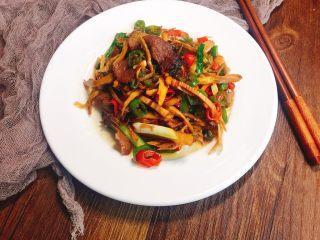 #懒人料理#家乡熏笋辣炒腊肉,做为湘妹子的口味就是这么重口味,相信还是有小伙伴和我是一样的,都喜欢辣的!