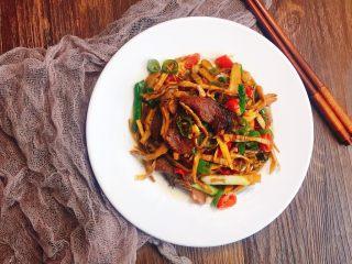 #懒人料理#家乡熏笋辣炒腊肉,农家味的特产,有机会把做法也给你们奉上吧!