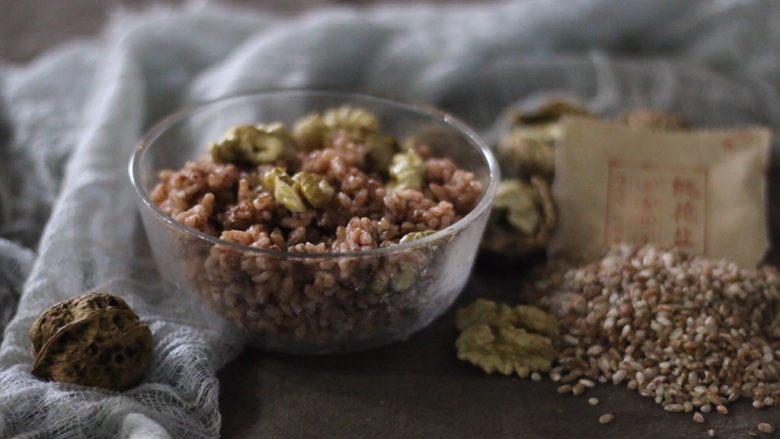 铁核桃油红米拌饭