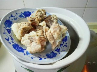 天太冷了~喝碗花椒萝卜骨头汤,放猪骨头