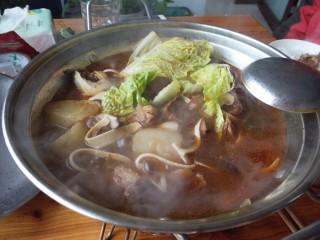 ≈羊肉火锅≈,煮沸后加入自己喜欢吃的青菜