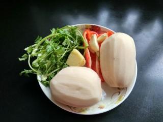 糖醋菜   糖醋藕片,准备好所有食材并洗净,藕去皮洗净。