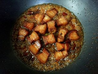 私房红烧肉,小火煮至汤汁浓稠即可。