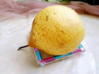 百香果梨汁,准备好一个梨子,洗干净控水备用。