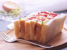 金枪鱼黄瓜三明治