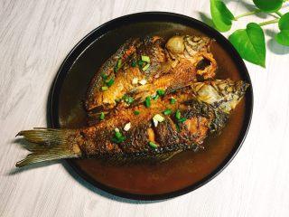 单身必吃独家酱烧鲫鱼,话说这个汤汁泡饭真的好吃,一个大男人能吃三碗!